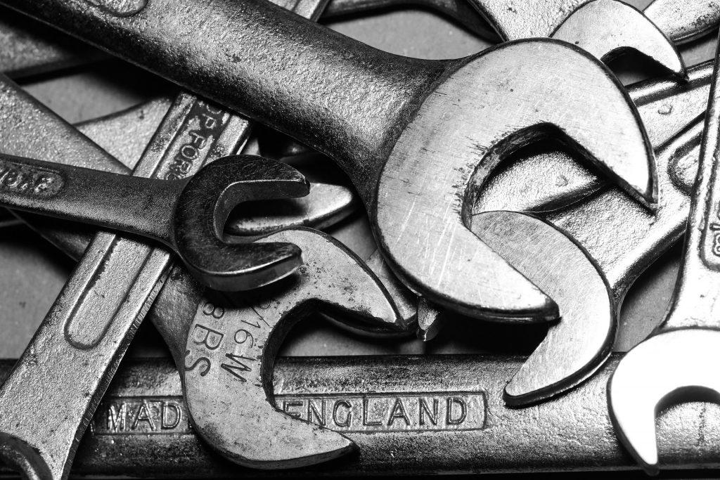 Schraubenschlüssel in verschiedenen Größen.